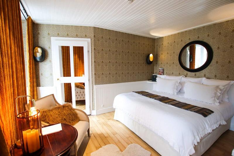 Chambre deluxe alcôve chocolatée dans un hôtel de Megève centre